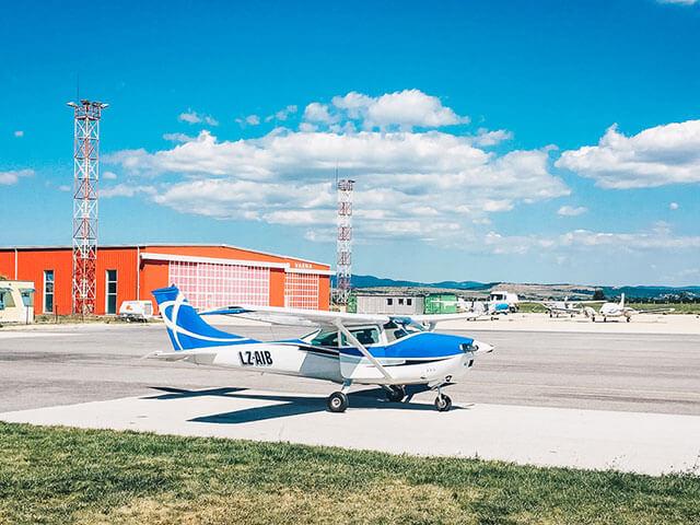 Малък самолет чесна
