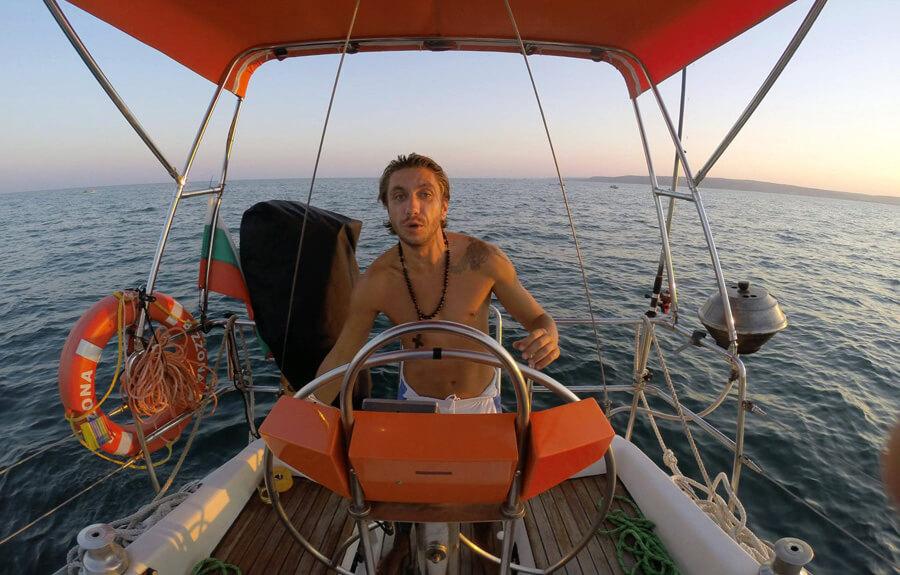 Снимка с руля на яхтата