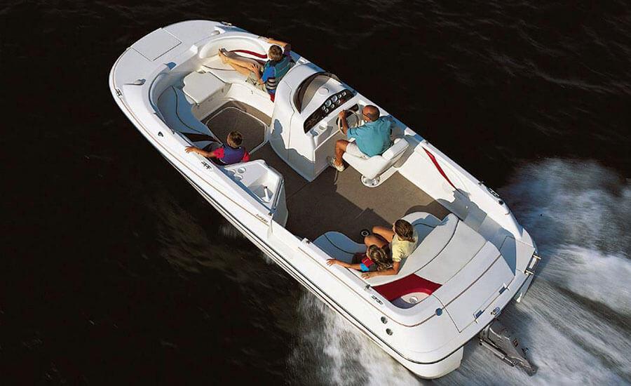 Моторна лодка Чапарал 214